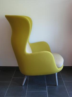ro sessel gelb design jaime hayon. Black Bedroom Furniture Sets. Home Design Ideas