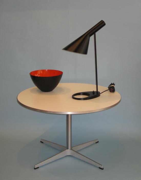 arne jacobsen tisch a222 wei. Black Bedroom Furniture Sets. Home Design Ideas